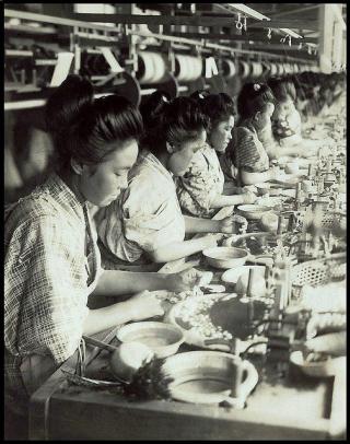 Enami_silk_factory_girls