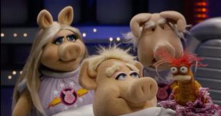 Pigs-In-Space-Alien-Look-Whos-Coming-To-Dinner
